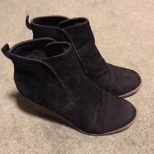 Merona Faux Suede Heeled boots sz7